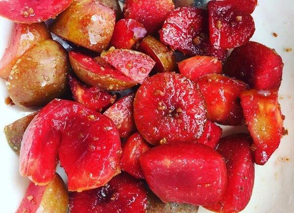 Cách làm mận Hà Nội lắc muối ớt ngon chua cay