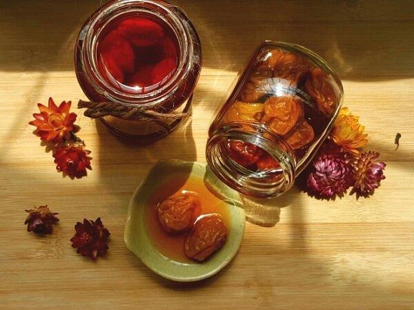 Mơ muối là thức uống yêu thích của rất nhiều người - Cách ngâm mơ muối đường chua ngọt đơn giản dễ làm
