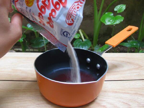 Trộn bột rau câu – cách làm thạch sữa chua ngon