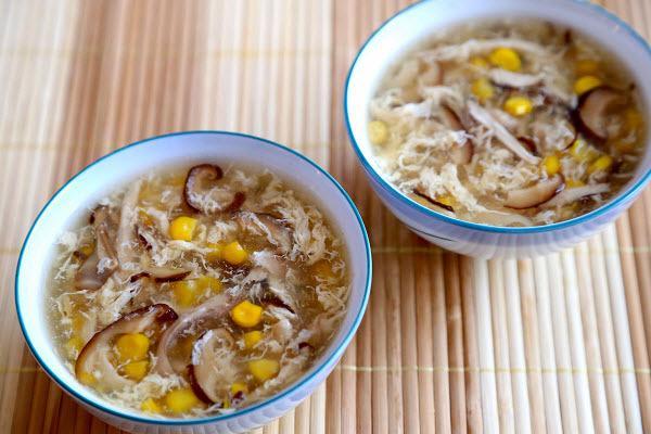 Cách nấu súp cua chay bằng bột năng với nấm mộc nhĩ, tàu hũ, củ cải cà rốt