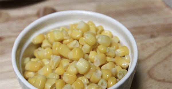 Chuẩn bị ngô ngọt – cách làm súp gà