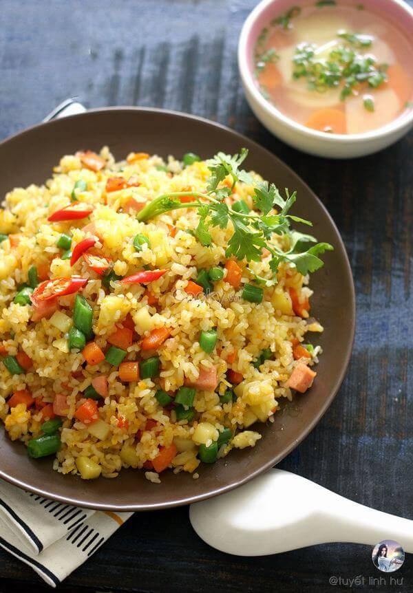 Cách làm cơm chiên Dương Châu chuẩn nhà hàng.