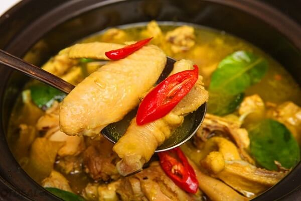 Cách làm gà nấu xáo sả ăn bún kiểu Nghệ An
