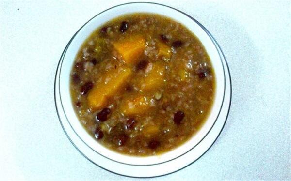Cách nấu chè bí đỏ đậu đen kèm đậu phộng giải nhiệt ngày hè