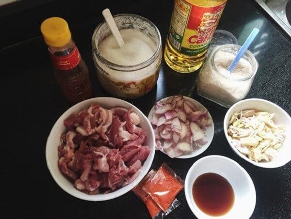 Chuẩn bị đầy đủ gia vị giúp món thịt nướng ngon nhất