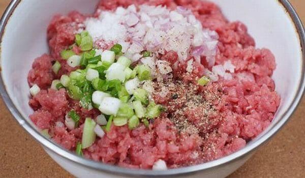 Cách nấu cháo thịt bằm ướp thịt với các gia vị cần thiết