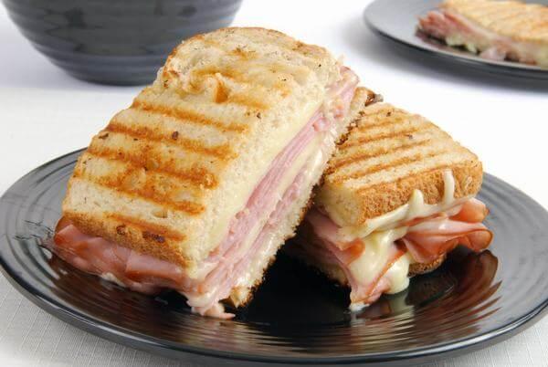 Bánh mì sandwich kẹp giăm bông phô mai