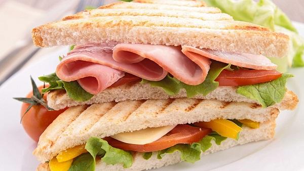 Bánh mì sandwich kẹp phô mai trứng