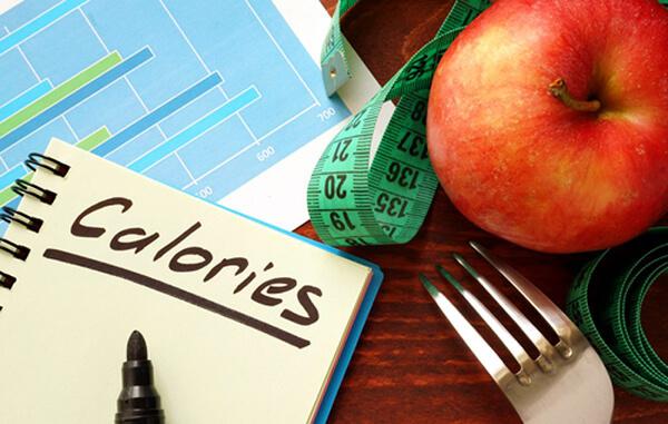 Việc cắt giảm calo quá sớm không phải là 1 lối đi tắt hoàn hảo trong hành trình giảm cân (Ảnh: asgardiaspacenews.com)
