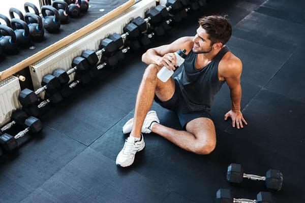 Bổ sung sữa tăng cơ trong chế độ ăn uống dành cho người tập gym là vô cùng cần thiết (Ảnh: San Antonio Express-News)
