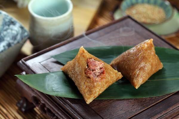 Hoàn thành món bánh Bá Trạng của người Hoa thơm ngon