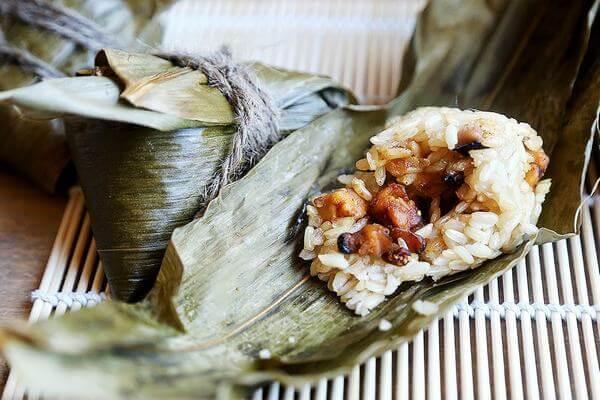 Bánh Bá Trạng nhìn bên ngoài có hình dáng giống như bánh ú ở Việt Nam