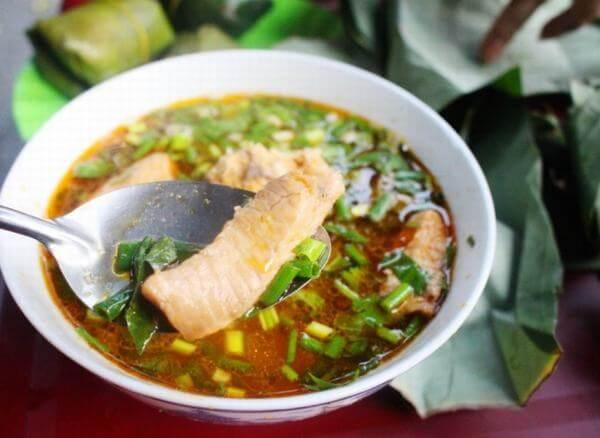 Nấu bánh canh bột gạo phải chú ý tới nước dùng ngon. Cách làm bánh canh bột lọc Huế, nấu bánh canh bột gạo nước cốt dừa ngon đúng chất ẩm thực cố đô