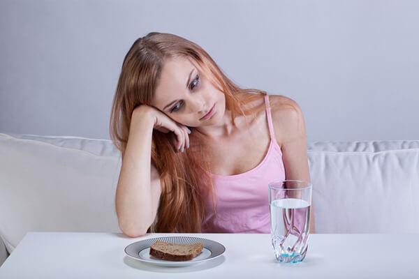 Cách giảm cân bằng nhịn ăn có tốt không, có hiệu quả hay tác hại gì không?