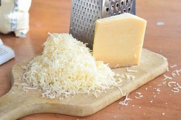 Phải mất từ 2-3 năm mới tạo nên được những miếng phô mai Parmesan chuẩn nhất