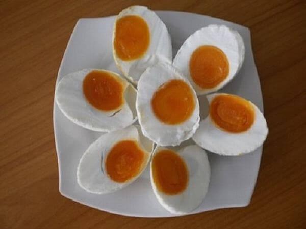Cách ăn trứng muối như thế nào giúp ngon miệng-hình số-1