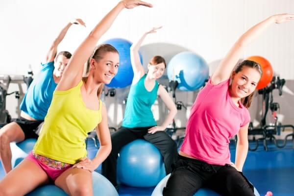 Những bài tập với cường độ mạnh sẽ làm tăng tốc độ lưu thông máu và giúp toát mồ hôi nhanh hơn