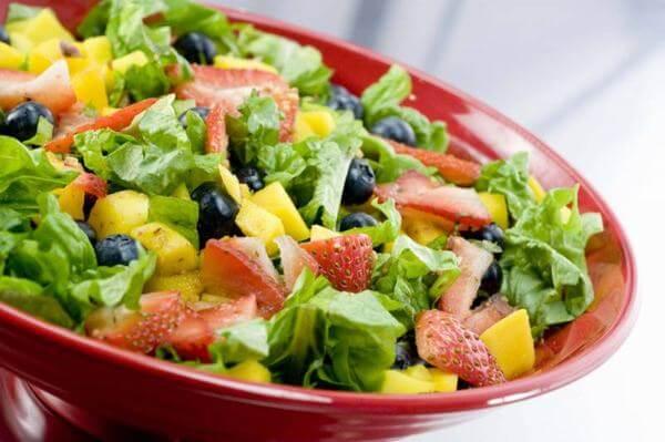 Dùng dứa làm salad ăn hàng ngày cũng giúp giảm cân nhanh