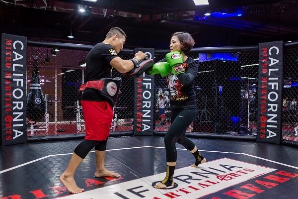 Kickfit là sự kết hợp giữa các động tác của boxing và Muay Thái (Ảnh: CFYC)