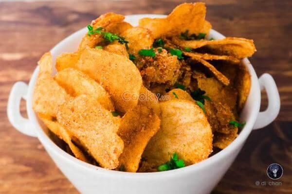 Hãy xem và lưu lại công thức làm khoai tây chiên lắc bột BBQ kỹ hơn nhé!