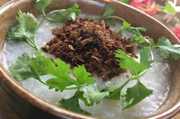 Chà bông nấm hương ăn kèm với cháo rất ngon miệng.