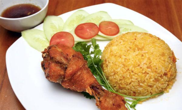 Cách làm cơm gà xối mỡ và nước chấm gà xối mỡ ngon nhất Sài Gòn tại nhà