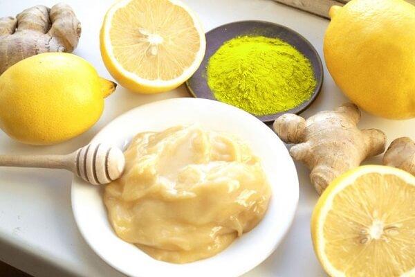 Cách làm mặt nạ trắng da mặt tự nhiên từ sữa tươi và mật ong cùng bột nghệ