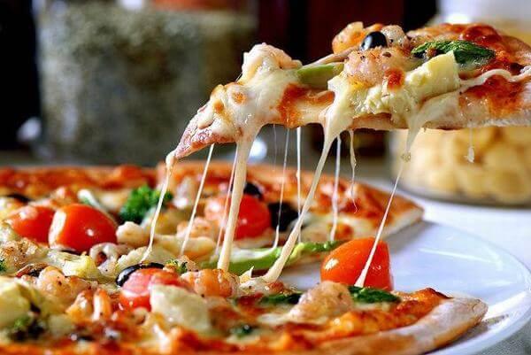 Cách làm bánh pizza xúc xích bằng chảo không cần lò nướng