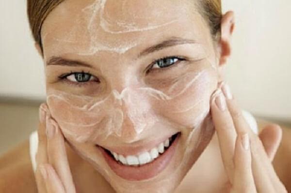 Bí quyết và cách làm trắng da mặt bằng kem đánh răng