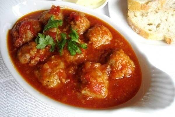 Cách làm xíu mại sốt cà chua ăn kèm bánh mì ngon không tả nổi
