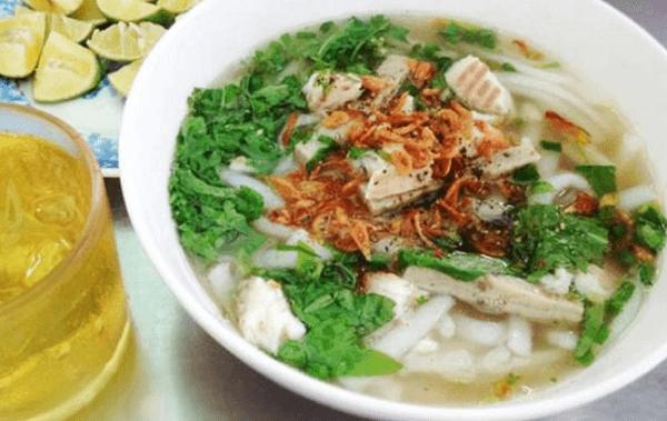 Cách nấu bánh canh cá lóc bột gạo, rau đắng kiểu miền Tây thơm ngon đơn giản
