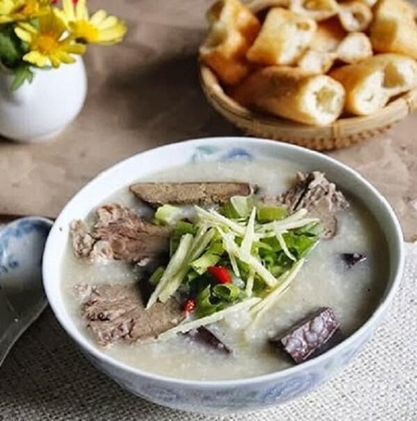 Cháo lòng là món ngon khoái khẩu của nhiều người Việt Nam - Cách nấu cháo lòng gạo rang thơm ngon mà không bị khê