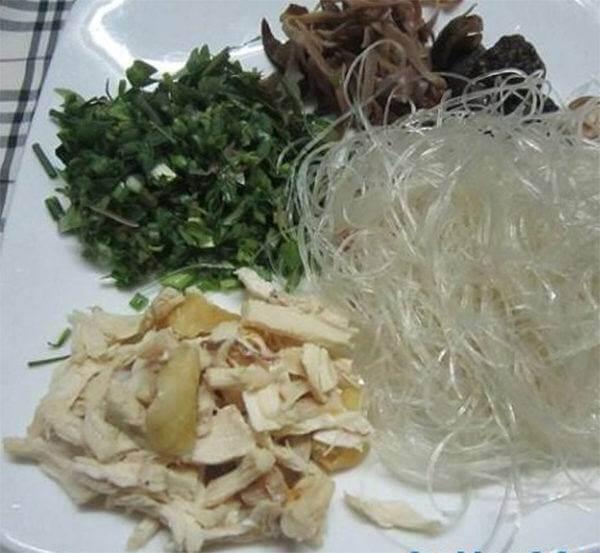Sơ chế nguyên liệu - Cách nấu miến gà măng khô ngon trong mâm cơm Tết, mâm cơm cúng
