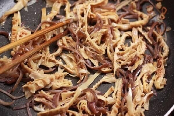 Xào nhân miến - Cách nấu miến gà măng khô ngon trong mâm cơm Tết, mâm cơm cúng