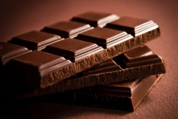 Những người ăn sô cô la thường xuyên thường có chỉ số khối cơ thể thấp hơn