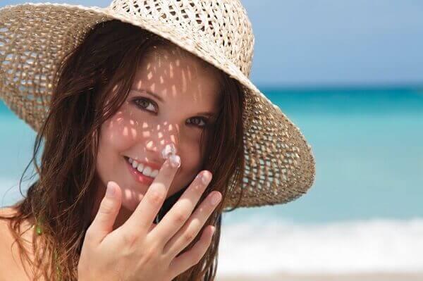 Sử dụng một loại kem chống nắng cho cả mặt và cơ thể