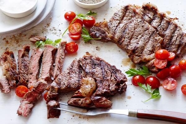 Thịt gà, thịt bò… là nguồn cung cấp protein dồi dào để bạn có thể thêm vào trong thực đơn giảm mỡ bụng của mình