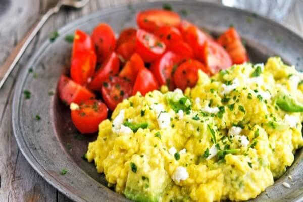 rứng là một trong những loại thực phẩm giàu protein để bạn có thể thêm vào hộp cơm trưa của mình