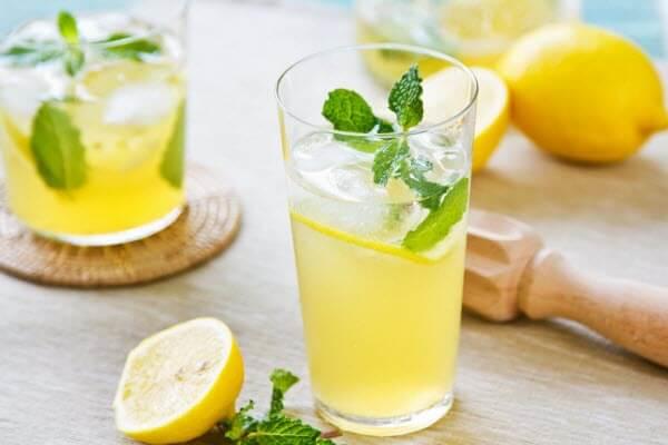 Nước chanh giúp bạn tiêu hoá tốt hơn (Ảnh: GlutenNo)