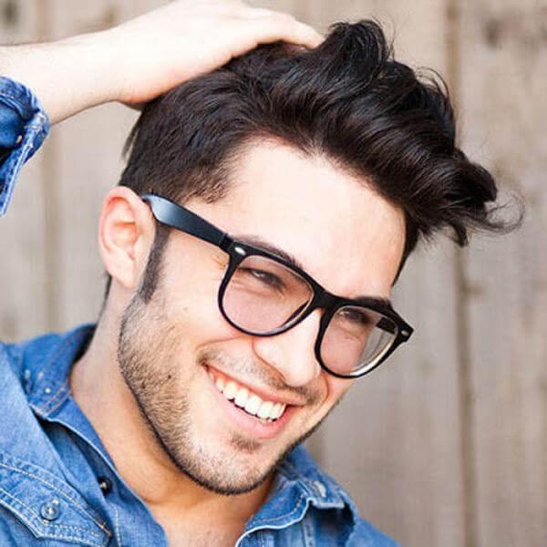 Pompadour trong tiếng anh có nghĩa là tóc được tạo kiểu với phần mái dài hơn tóc ở đỉnh đầu
