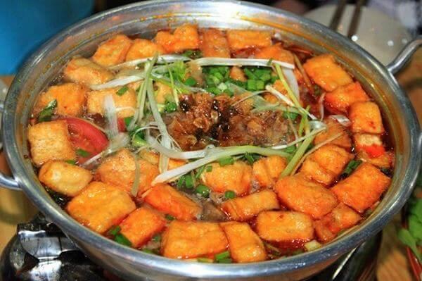 Cách nấu lẩu cua đồng thập cẩm với thịt thăn, đậu hũ cà chua
