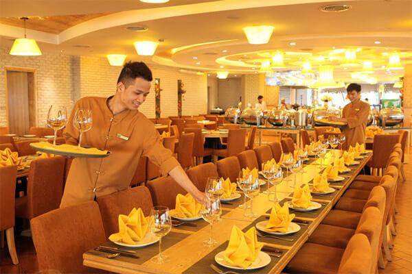 Nhà hàng Ngọc Mai Vàng với sắc vàng sang trọng