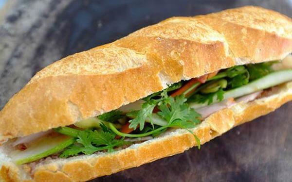 Quán bánh mì thịt nướng Cô Linh tại Nguyễn Chí Thanh