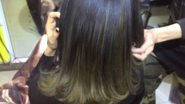 Bí quyết để nhuộm tóc màu nâu rêu sáng nổi bật giữa đám đông