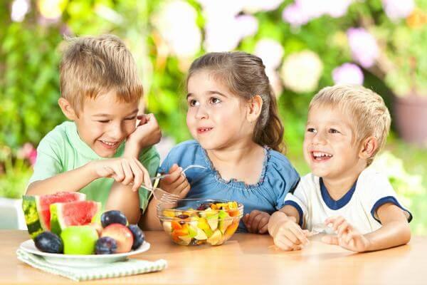 Chế độ dinh dưỡng cho trẻ 1 tuổi đến 3 tuổi đủ chất từ chuyên gia dinh dưỡng