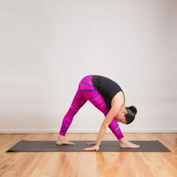 Side stretch pose là tư thế yoga giúp đốt cháy nhanh lượng mỡ thừa toàn cơ thể