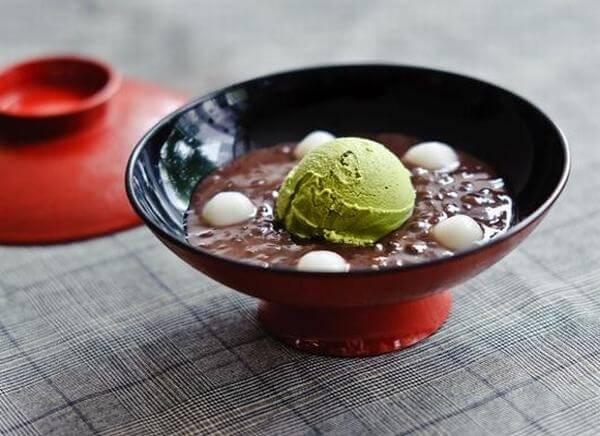 Chè Nhật tinh tế trong từng nguyên liệu chế biến