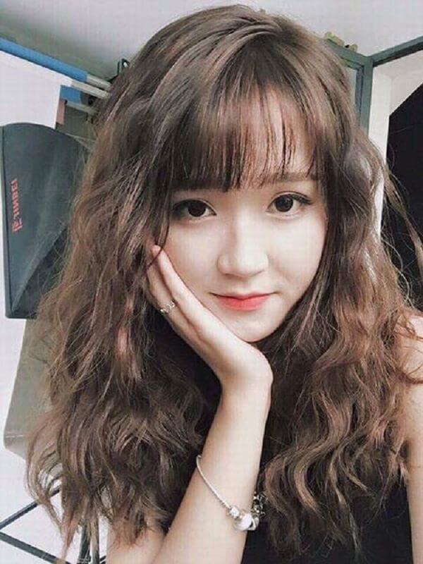 Top 15 kiểu tóc dài uốn xoăn lọn nhỏ bồng bềnh Hàn Quốc đẹp nhất hè 2018-hình số-3