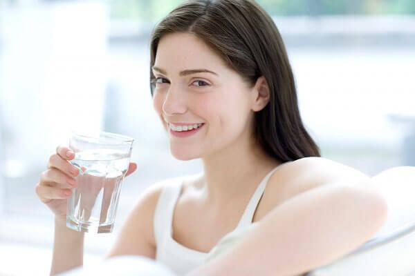 Uống nước đá mỗi ngày giúp giảm béo hiệu quả