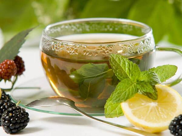 Uông trà xanh có thật sự giúp giảm cân